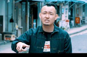 千葉県出身で長渕剛を敬愛し、フリースタイルダンジョン2代目モンスターとして活躍したラッパー輪入道(わにゅうどう)の画像